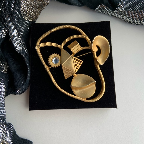 Large Picasso abstract face  gold tone brooch